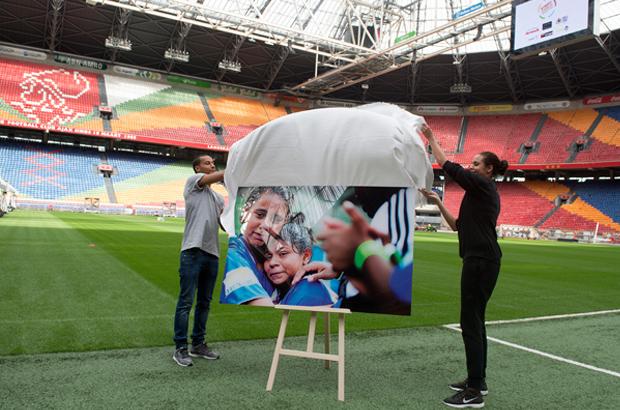 Expositie van Robin Utrecht over het WK2014 voor straatkinderen in de Amsterdam Arena.